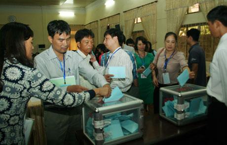 Phiên đấu giá quyền sử dụng đất thổ cư tại phường Dương Nội (quận Hà Đông).Ảnh: Minh Vũ