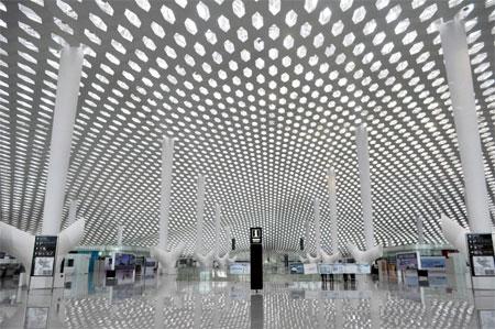 Cấu trúc tổ ong cho nhiều ánh sáng tự nhiên đi qua, tạo cảm giác về một không gian mở.