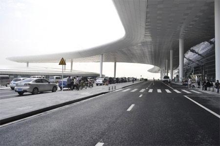 Nhà ga hàng không này rộng hơn hầu hết nhà ga tại các sân bay khác của Trung Quốc.