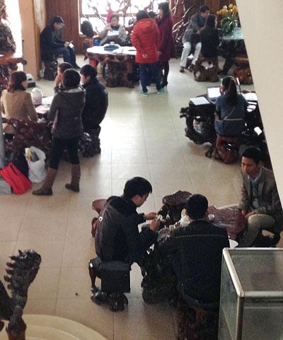 """""""Cò"""" nhà đất hoạt động nhộn nhịp tại khách sạn  Mường Thanh, Hà Nội"""