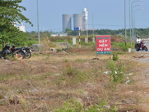 Rao bán đất phân lô tại một dự án ở quận 2, TP HCM Ảnh: TẤN THẠNH
