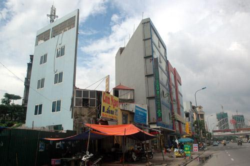 Những ngôi nhà dị dạng trên phố Hà Nội