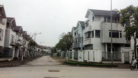 Khu nhà hầu hết vẫn bỏ hoang, vắng bóng người qua lại tại Khu đô thị Văn Phú - quận Hà Đông.