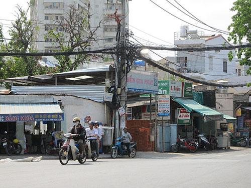 Tuyến đường Ngô Tất Tố, phường 22, quận Bình Thạnh, TP HCM nằm trong quy hoạch xây dựng khu dân cư mới khiến người dân bị treo quyền  lợi