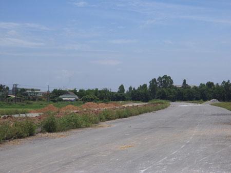 Đoạn tuyến dài 200m đường trục chính Bắc-Nam đô thị Quốc Oai đang vướng mắc chồng lấn quy hoạch