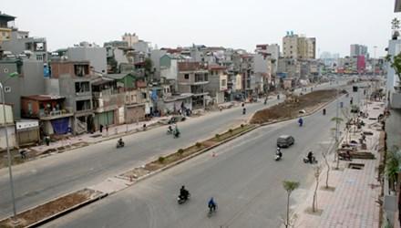 Bí thư Thành ủy Hà Nội yêu cầu kiểm tra toàn bộ dự án thi công hè phố Kim Liên - Ô Chợ Dừa - Hoàng Cầu vì những bất hợp lý trong việc thiết kế xây dựng, sử dụng tuyến vỉa hè này. Ảnh: Bá Đô (VnExpress)