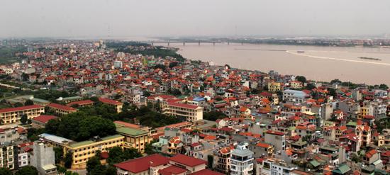 Một góc khu vực ven sông Hồng thuộc quận Tây Hồ. Ảnh: Phạm Hùng