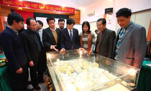 Đại biểu dự Tọa đàm tham quan mô hình khu phố cổ Hà Nội.