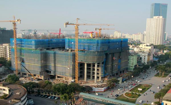 Dự án nhà ở – văn phòng hạng sang Vinhomes Nguyễn Chí Thanh đang được triển khai xây dựng. Ảnh: Công Hùng