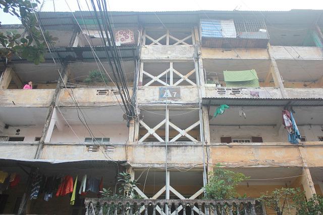 Khu tập thể A7, phường Tân Mai với 58 hộ sinh sống đang xuống cấp ở mức C.