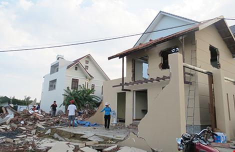 Dỡ nhà không phép: Văn bản Bộ xây dựng gây khó!