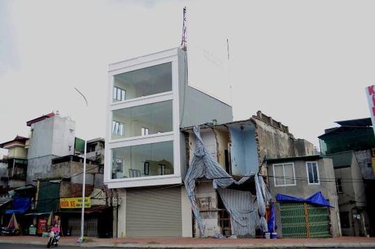 Quang cảnh khu khố có ngôi nhà nuốt chiếc cột điện