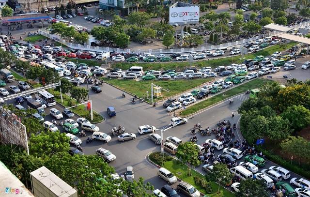 Đề xuất xây đường trên cao 3.500 tỷ để giải quyết ùn tắc giao thông ở sân bay Tân Sơn Nhất