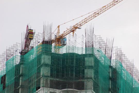 Công nhân vẫn đang thi công tại công trình Mường Thanh Khánh Hòa chiều 13-9
