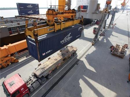Việt Nam lại nhập siêu 400 triệu USD trong tháng 11