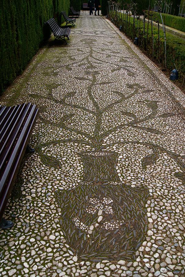 Khu vườn ấn tượng với con đường đá nghệ thuật