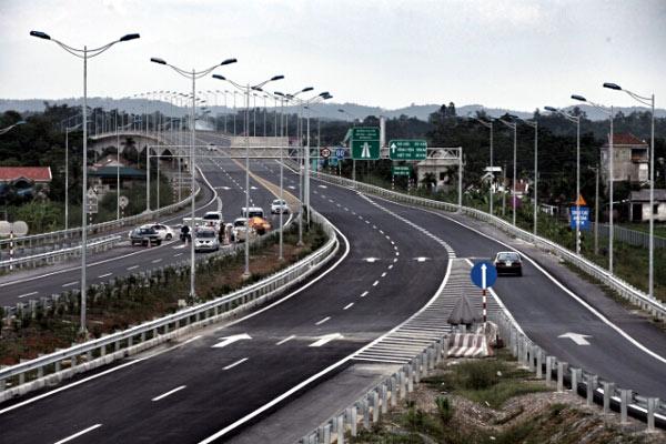 Nóng trong tuần: Vốn cho dự án cao tốc Bắc - Nam