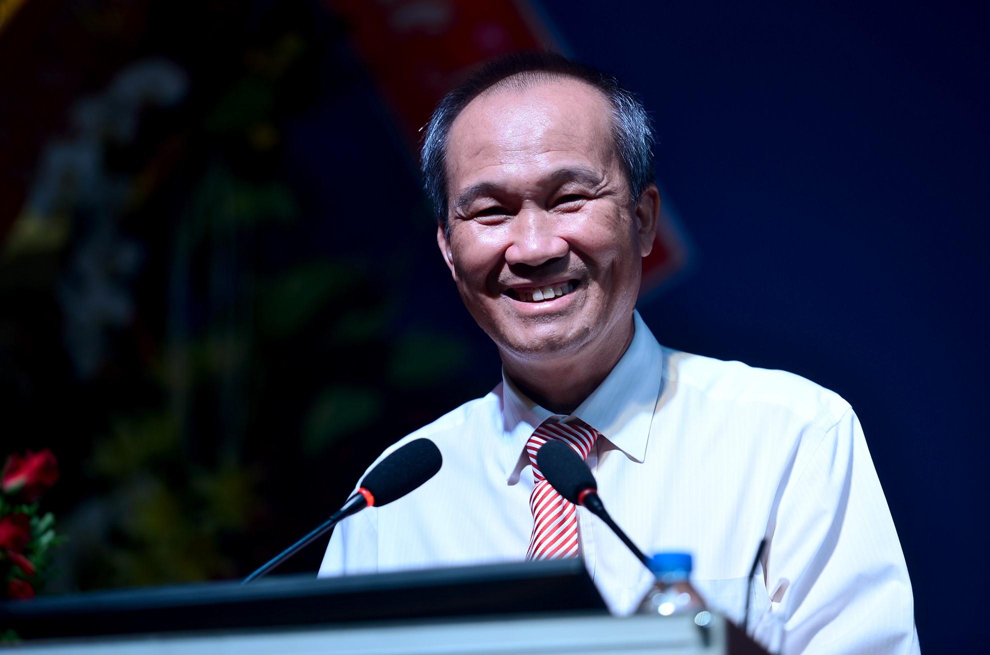 Ông Dương Công Minh mua thêm 18 triệu cổ phiếu Sacombank để đầu tư