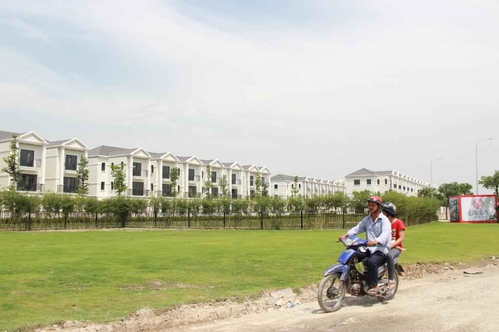 """Ngộp thở """"dự án"""" trên con đường huyết mạch khu Nam Sài Gòn"""