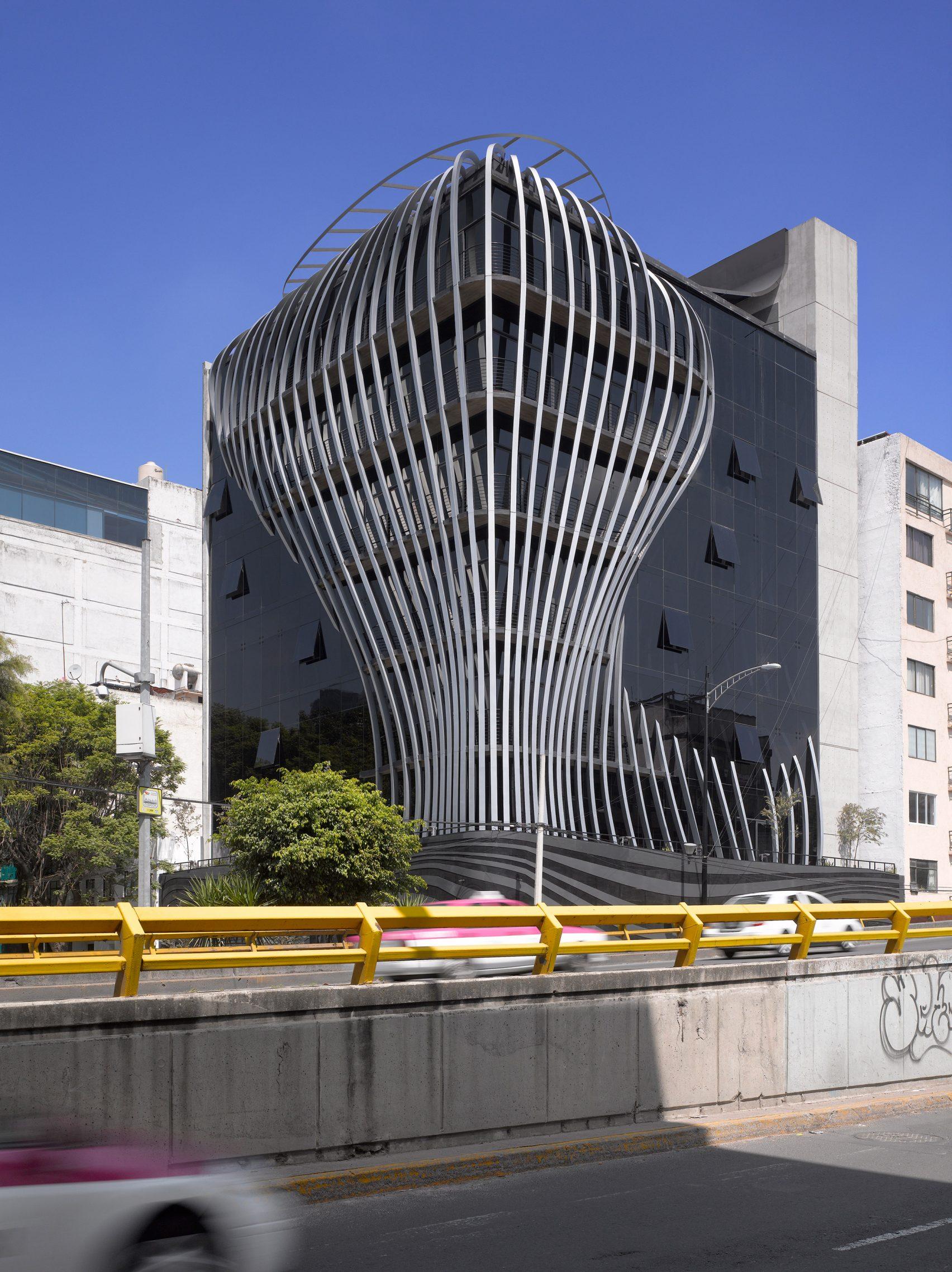 Ấn tượng tòa nhà có lớp áo củ hành