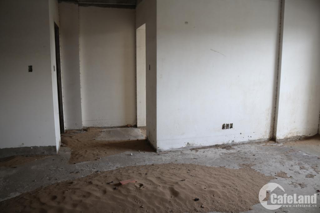 Cảnh hoang tàn của chung cư vừa bị ngân hàng bán đấu giá
