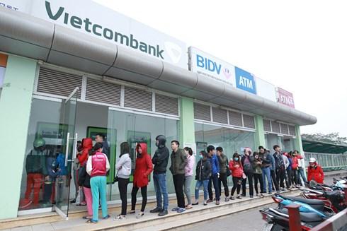 Các ông lớn ngân hàng lại vào cuộc tăng phí rút tiền ATM