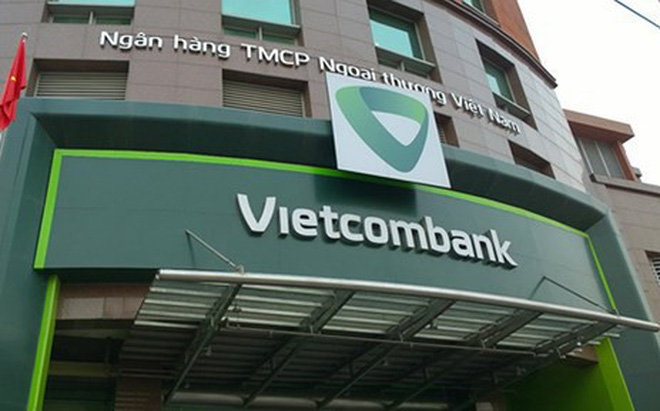 VCB lại hoãn tăng phí