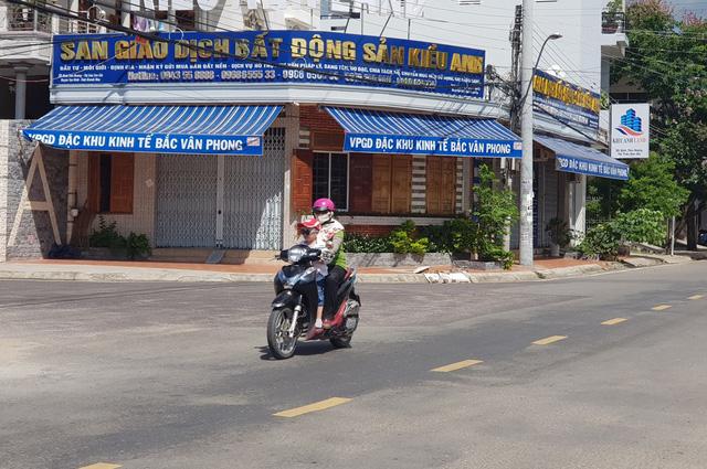 """Bắc Vân Phong """"hạ nhiệt"""" sốt đất, sàn giao dịch bất động đóng cửa im lìm"""