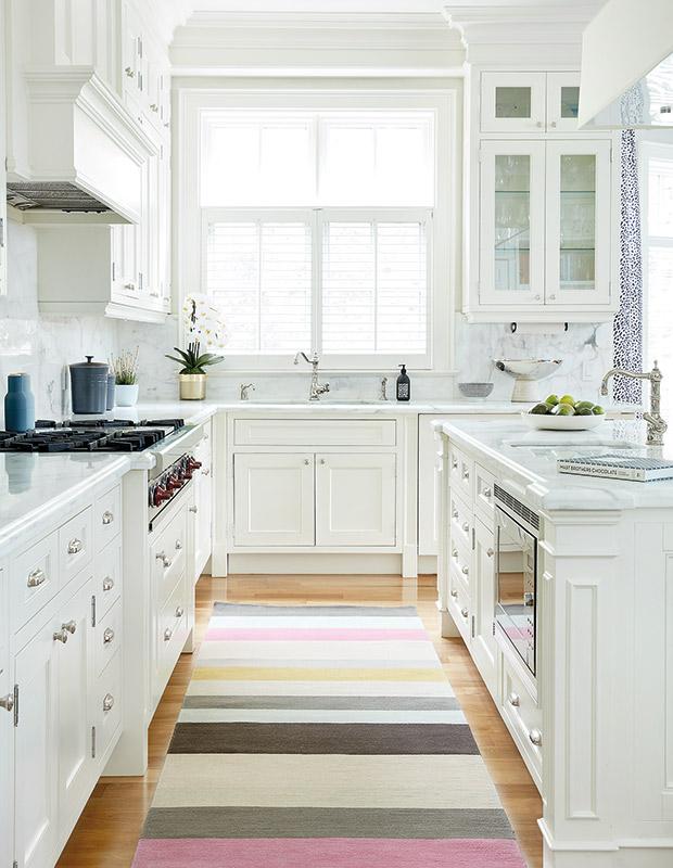 Ấn tượng với những căn bếp màu trắng thanh lịch