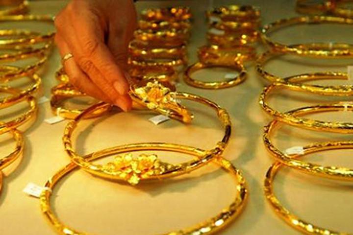 Điểm tin sáng: USD tăng vọt đẩy giá vàng xuống đáy