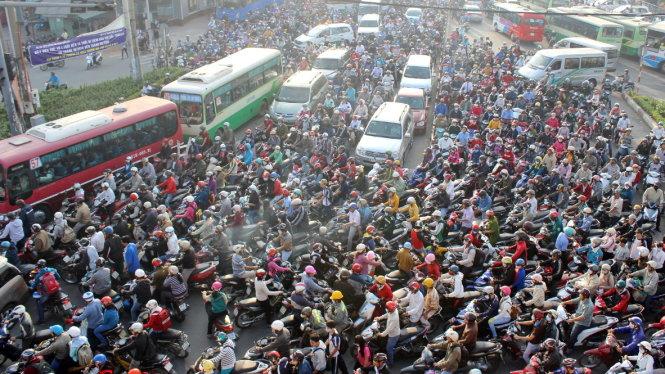 Hơn 13 triệu người lưu trú và tiếp tục tăng mạnh: TP.HCM chịu áp lực khủng khiếp thế nào?