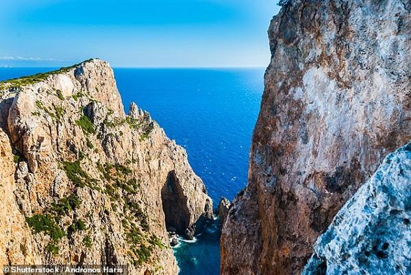 Hòn đảo Hy Lạp tuyệt đẹp cho tiền và đất để người dân chuyển đến ở