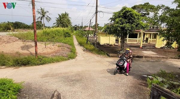 """""""Con đường 80 tuổi"""" vào đình Thạnh Phú ở Cà Mau: Có lập lờ quy hoạch? 2 1570551716"""