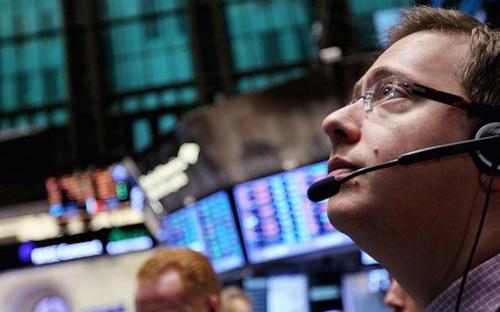 Nhà đầu tư đang đặt nhiều hy vọng vào khả năng cuộc khủng hoảng hiện nay sớm được giải quyết, nhằm tránh có những tác động sâu rộng tới nền kinh tế - Ảnh: Getty.