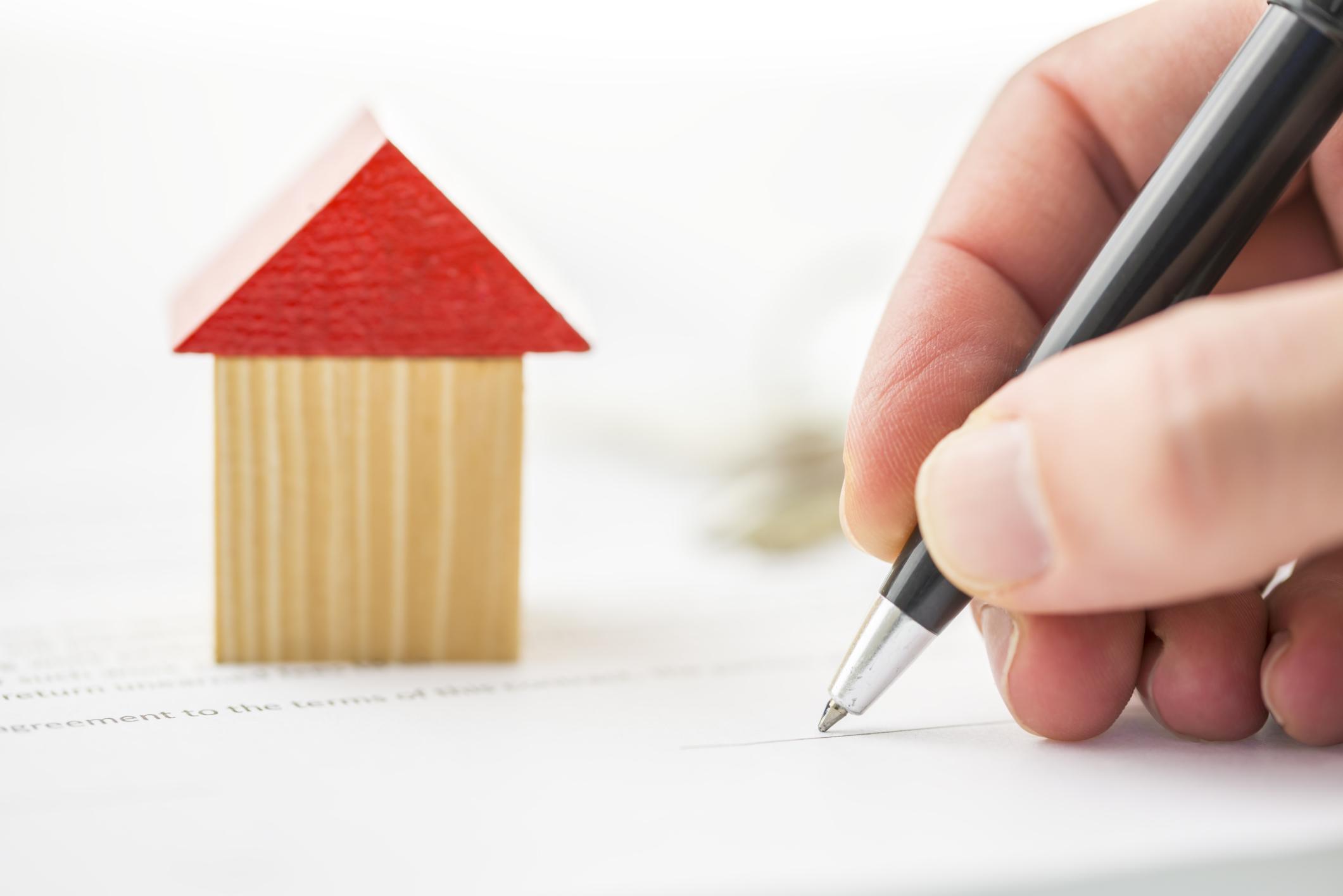 Những loại hợp đồng giao dịch bất động sản phổ biến bắt buộc phải công chứng