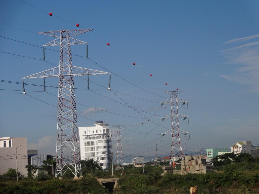 Quy định về bồi thường khi có đường dây điện đi qua