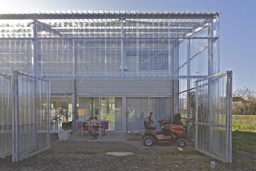 Ngôi nhà kính độc đáo dành cho gia đình trẻ tại Pháp