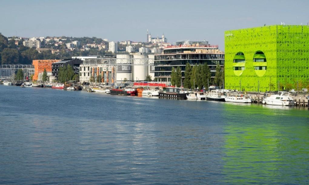 Lóa mắt với kiến trúc nhà hai mắt xanh lè tại Lyon