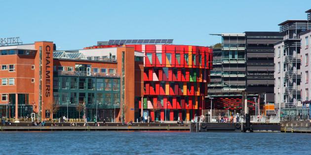 Trường đại học có kiến trúc tầng xoay rubic