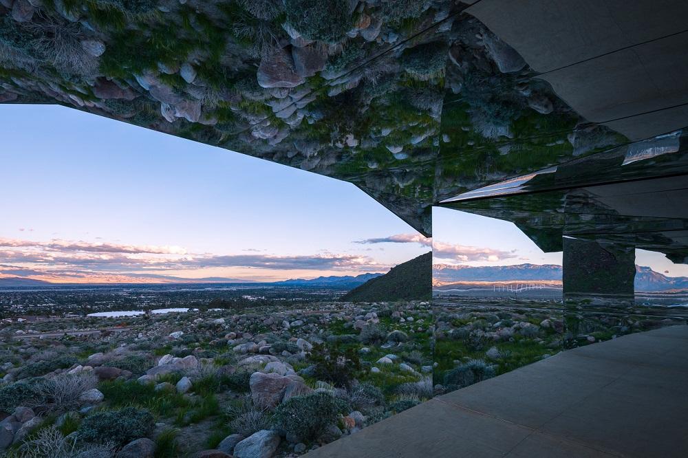 Ấn tượng kiến trúc ngôi nhà thần kỳ trên sa mạc phía Nam California