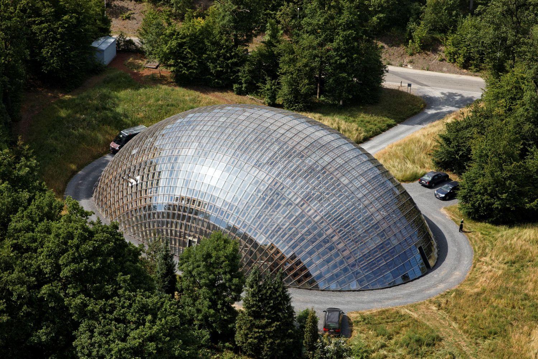 Ngắm kho sản xuất lâm nghiệp kiến trúc vỏ ốc sên giữa rừng