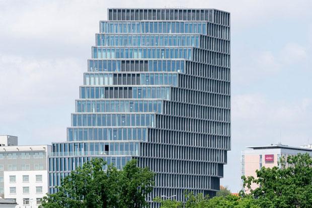 Độc đáo tòa nhà dạng kim tự tháp bổ đôi