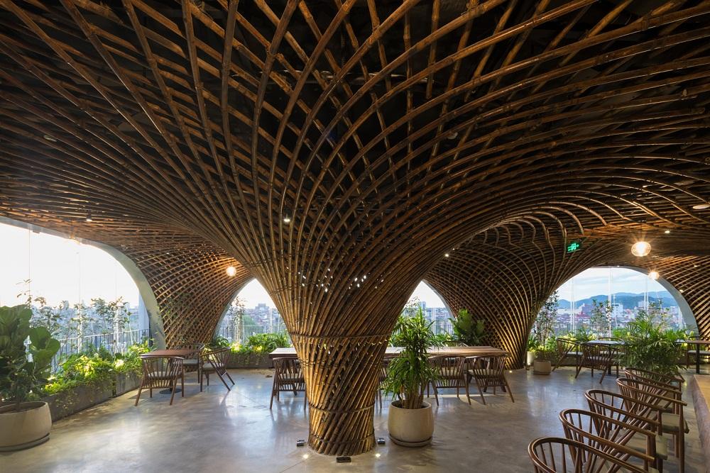 """Kiến trúc độc đáo của quán cà phê """"tre"""" ở Nghệ An lên báo ngoại"""