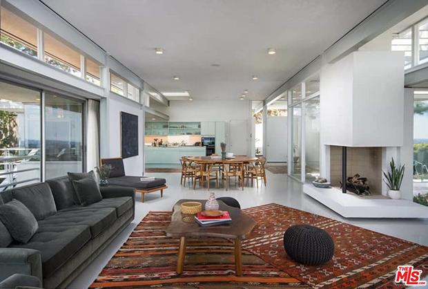 Ngôi nhà hiện đại 3,6 triệu USD mới mua của ca sĩ Kelly Osbourne