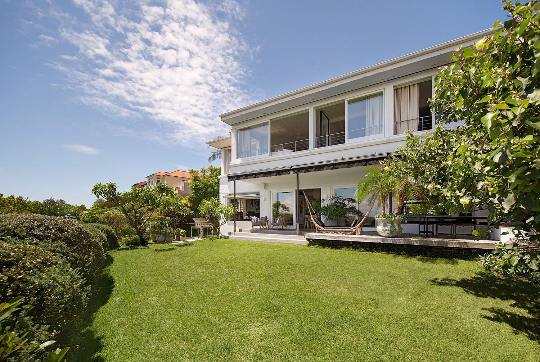 Không gian xanh mát của căn nhà mang phong cách bãi biển