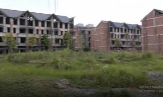 Siêu đô thị 10 năm hoang tàn, nghìn tỷ đồng  'dầm mưa dãi nắng'