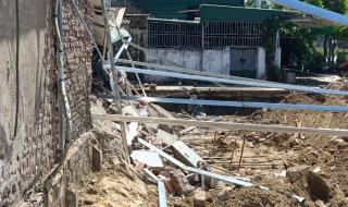 Xây nhà làm tường hàng xóm đổ sập