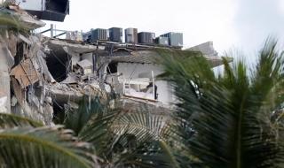 Khoảnh khắc chung cư 12 tầng ở Mỹ đổ sập