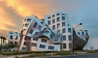 Tòa nhà xiêu vẹo như trong phim viễn tưởng ở Mỹ