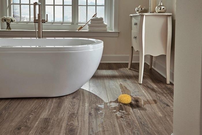 Có khả năng chống nước, gỗ nhựa được sử dụng nhiều trong lát sàn phòng tắm